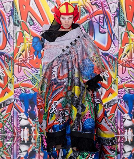 John Galliano - sự hỗn loạn sáng tạo của thời trang