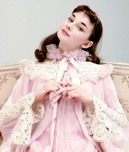 Những hình ảnh chưa từng được công bố của nàng thơ Audrey Hepburn