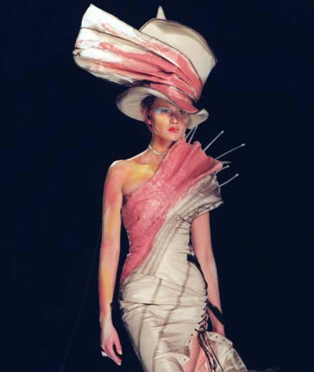 Giao lộ nghệ thuật - thời trang Đông Tây