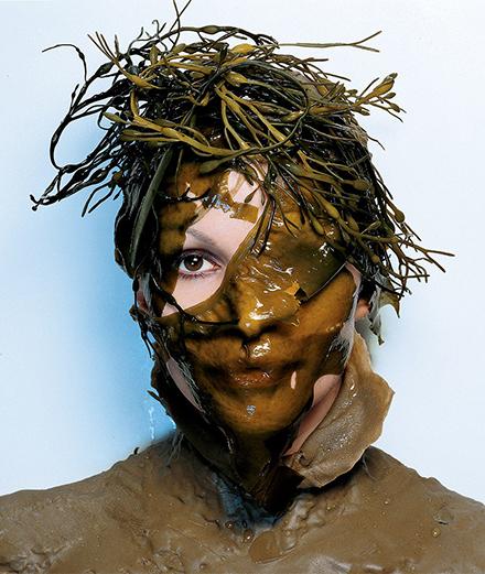 Mặt nạ giấy: Cứu tinh làn da hay tác nhân gây hại môi trường?