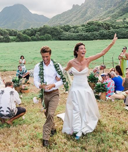 Đám cưới ngoài trời xanh mướt tại Hawaii