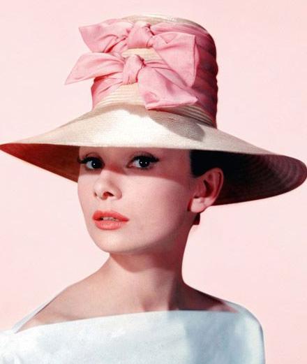 Bên trong bộ sưu tập thời trang cá nhân của minh tinh Audrey Hepburn