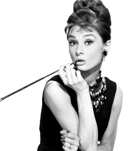 Bí quyết làn da trẻ từ Audrey Hepburn