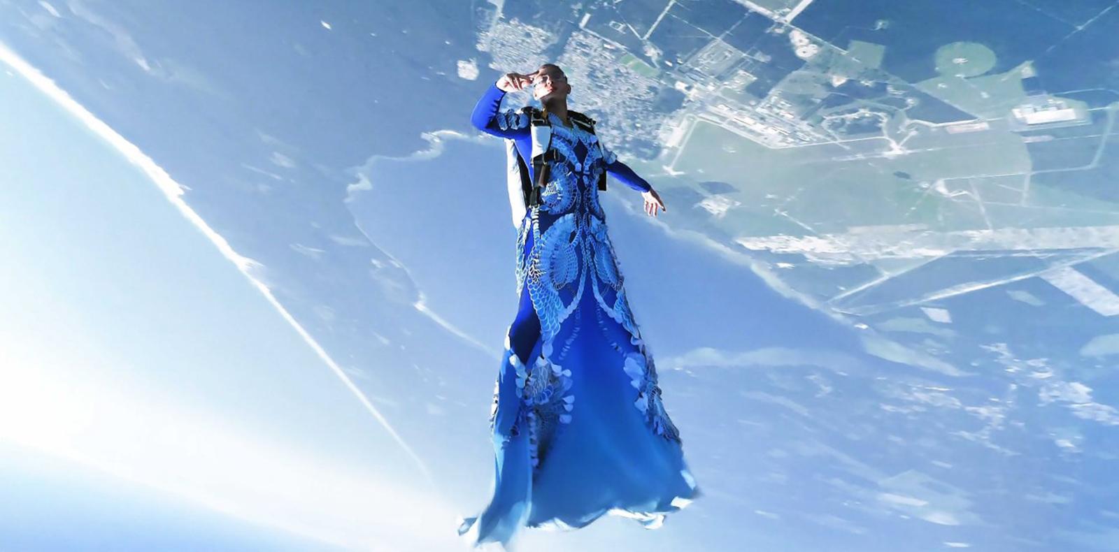 Iris Van Herpen Haute Couture 2021: Chẳng cần đôi cánh, vẫn có thể bay